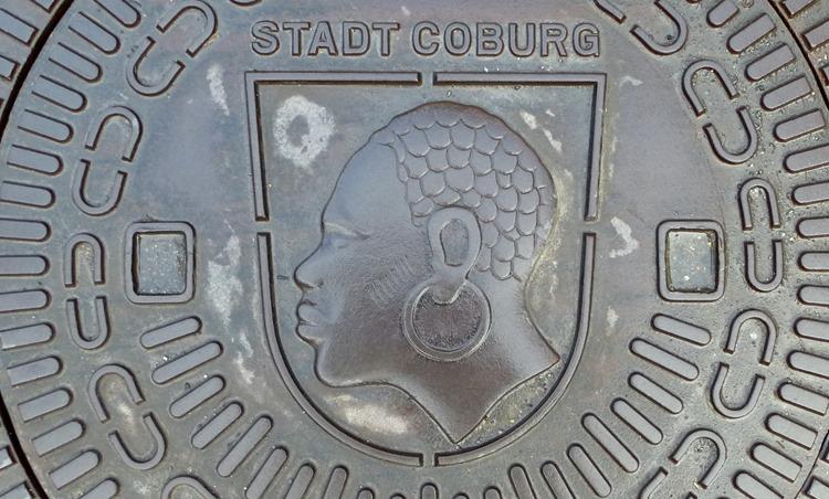 Stadtwappen Coburg auf den Gullideckeln der Stadt