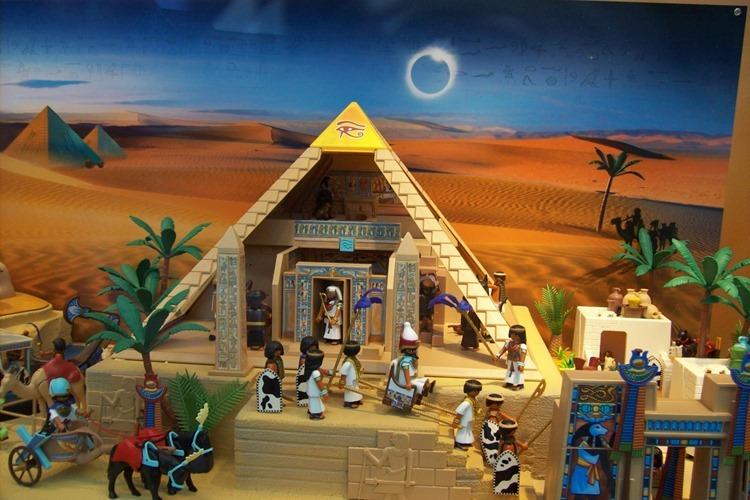 Klischees von Ägypten in Kinderspielzeug